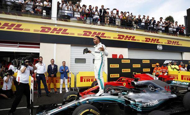 Lewis Hamilton ajoi Ranskassa paalupaikalta voittoon.
