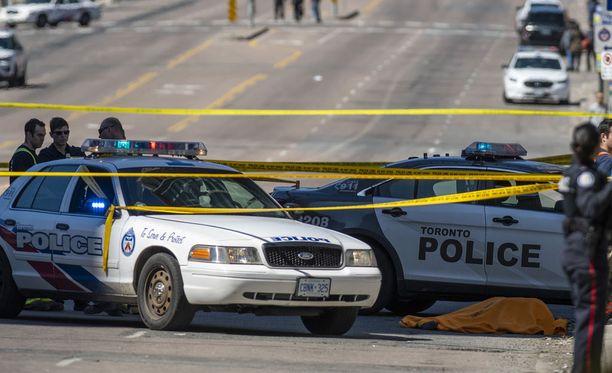 Toronton yliajo on vaatinut tähän mennessä kymmenen uhria ja useita loukkaantumisia, kertoo poliisi.