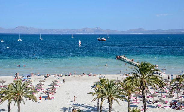 Lomamatkalle pääsee vielä esimerkiksi Mallorcan rantamaisemiin.