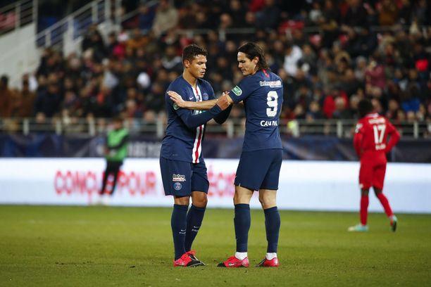 Viimeisiä viedään. Thiago Silva (vas.) ja Edinson Cavani eivät edusta tämän kauden jälkeen PSG:tä.