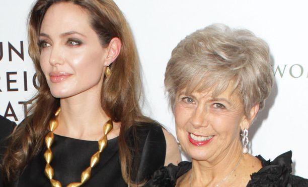 Angelina Jolie ja Jane Pitt edustivat sulassa sovussa In The Land of Blood and Honey -leffan ensi-illassa viime vuonna.