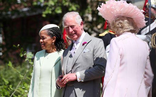 Prinssi Charlesin salattu rooli Harryn häissä paljastui – Meghan sai silti kaiken kunnian