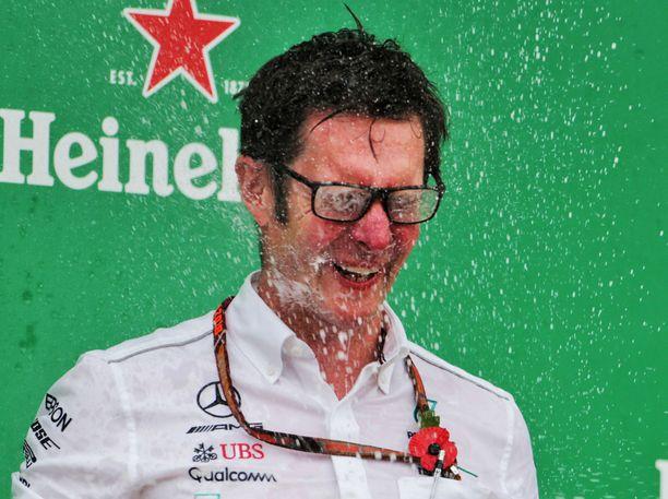 Andrew Shovlin ei päässyt maistelemaan samppanjaa Sakhirin GP:n jälkeen, koska taktiikka lävähti silmille.