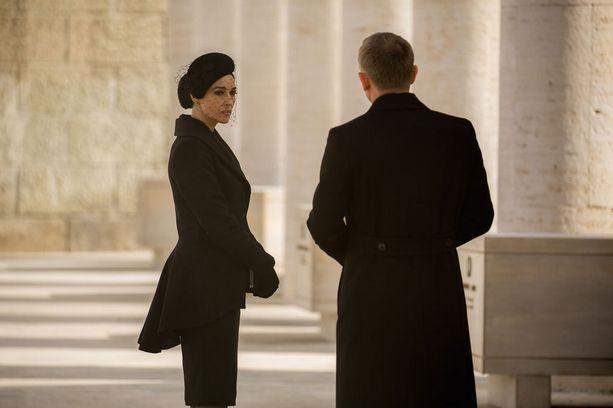 """Monica Belluccia on sanottu kaikkien aikojen vanhimmaksi """"Bond-tytöksi"""". Italialaistähdellä on ikää pyöreät 50."""