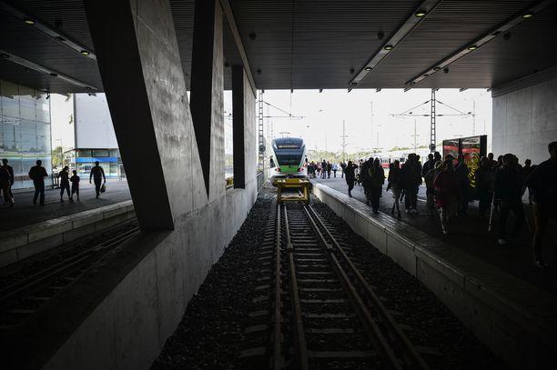 Ruuhka-Suomen junaliikenne koki täysseisauksen perjantaina. Arkistokuva.