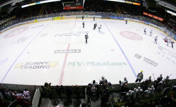Etelä-Suomen aluehallintovirasto teki tarkastuksen Hämeenlinnan Rinkelinmäellä sijaitsevaan jäähalliin yhdessä poliisin kanssa.