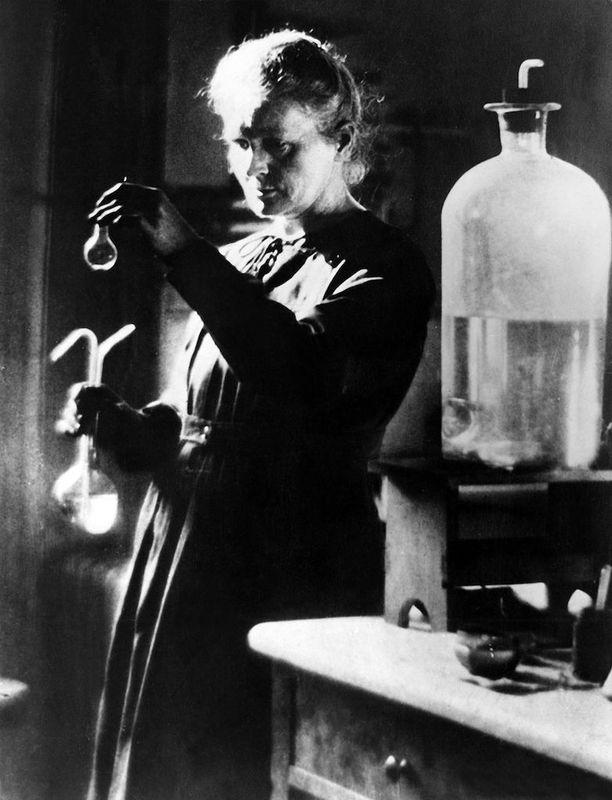 Marie Curien tutkimukset auttoivat meitä paitsi ymmärtämään radioaktiivisuutta, myös edistivät lääketieteellisten menetelmien kehitystä.
