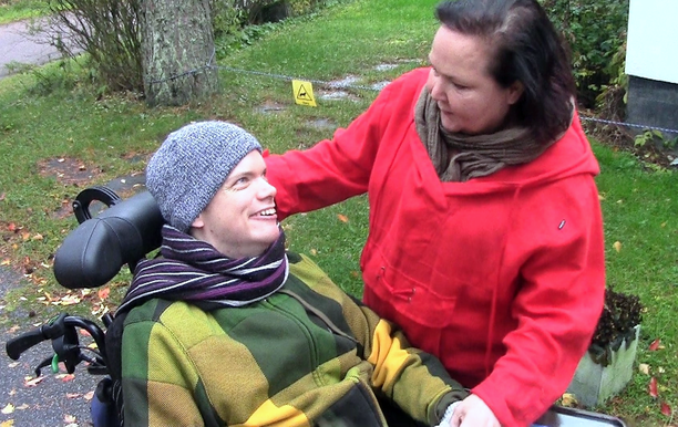 Merja Salminen on toiminut 31-vuotiaan -poikansa omaishoitajana tämän syntymästä saakka.