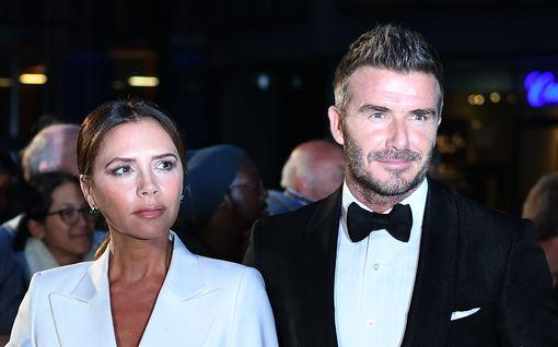 """Victoria Beckham jakoi koskettavan kuvasarjan 21-vuotishääpäivän kunniaksi: """"Rakastan sinua joka päivä enemmän"""""""