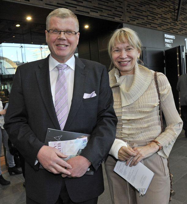 Matti Halmesmäki Erja-vaimonsa kanssa Savonlinnan oopperajuhlien juhlakonsertissa vuonna 2012.