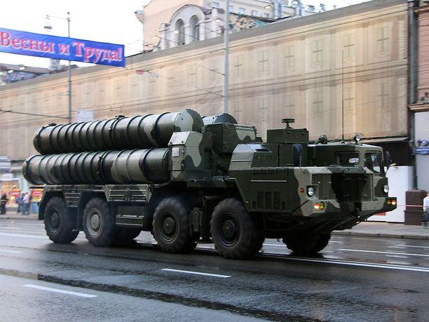 S-300-ohjustorjuntajärjestelmä voiton päivän paraatissa Moskovassa.