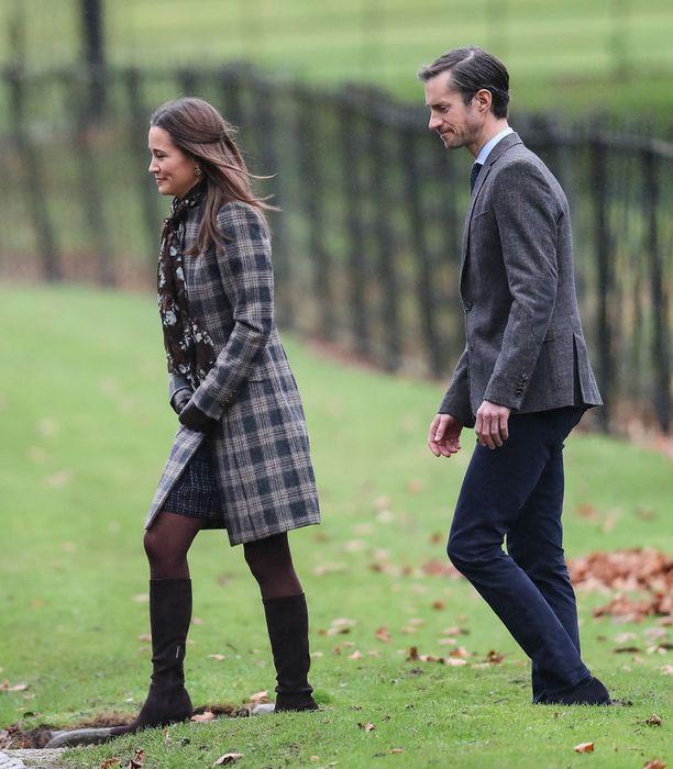 Pippa Middleton ja James-kihlattu osallistuivat myös jumalanpalvelukseen.