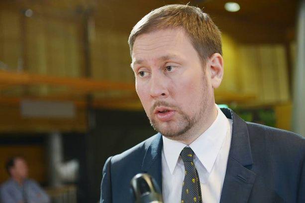 Paavo Arhinmäen johtama vasemmistoliitto julkisti ensimmäisenä vastauksensa hallitustunnustelija Juha Sipilän lähettämiin kysymyksiin.