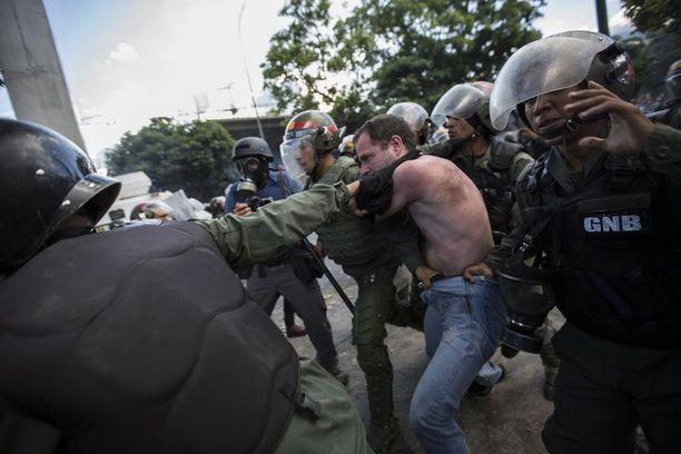 Huhtikuussa alkaneissa mielenosoituksissa on kuollut jo yli 100 ihmistä.