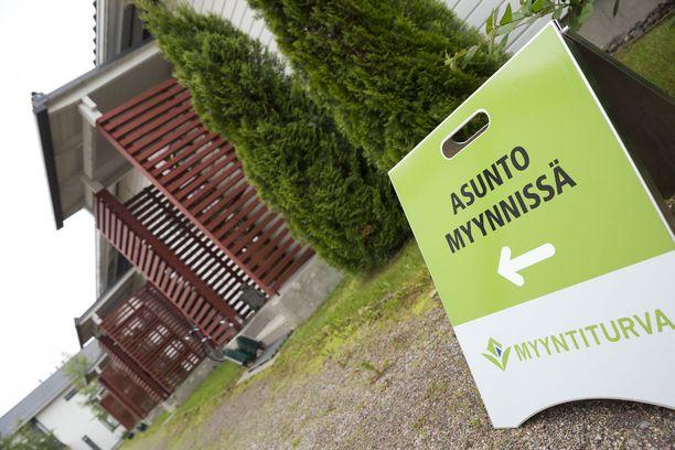 Kiinteistövälittäjät katsovat, että lainansaannin hankaluus haittaa asuntokauppaa. Kuvituskuva.