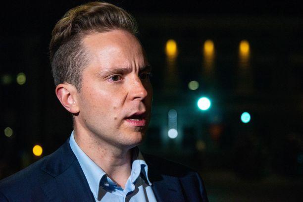 Keskustan varapuheenjohtaja, kansanedustaja Petri Honkonen sanoo tavoittelevansa tosissaan puolueen puheenjohtajuutta.