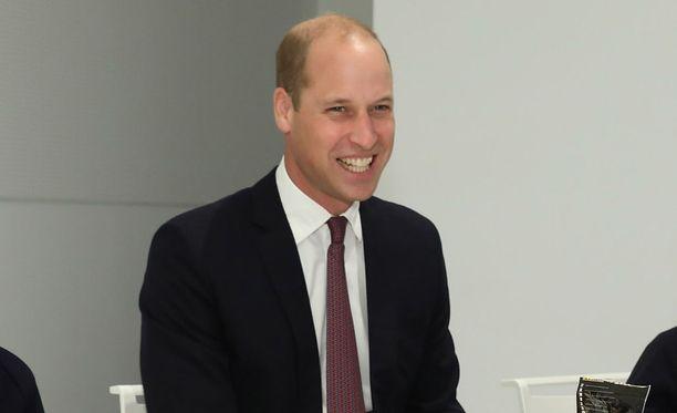 Yleensä virheettömästi julkisissa tilaisuuksissa esiintyvälle prinssi Williamille sattui torstaina Lontoossa harvinainen ajatuskatko.