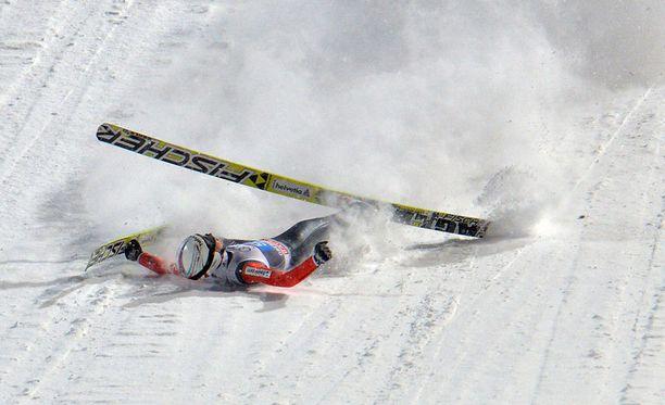 Simon Ammann kaatui ensimmäisen kierroksen hypyssään.