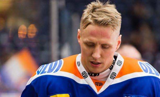 Veli-Matti Savinainen ei ollut juttutuulella keskiviikon ottelun jälkeen.