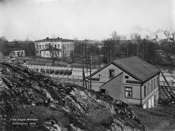 Hakasalmen huvila 1900-luvun alussa, vain muutama vuosi Aurora Karamzinin kuoleman jälkeen kuvattuna.