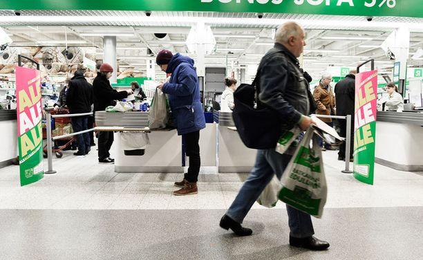 S-ryhmän mukaan hintojen lasku aiheutti ryntäyksen sen kauppoihin maanantaina.