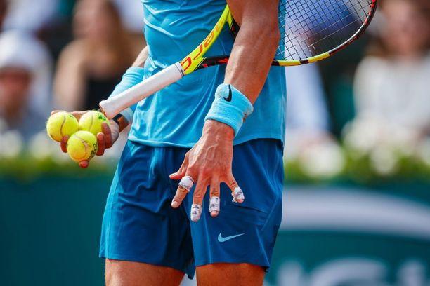 Rafael Nadalin mailakäden sormet olivat finaalissa vahvasti teipattuina.