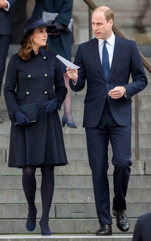 Herttuatar Catherine ja prinssi William kunnioittivat tilaisuutta läsnäolollaan.
