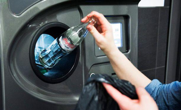 """Pantittomien tölkkien tai pullojen palautushuijauksia ilmenee """"silloin tällöin"""". Kuva ei liity huijaustapauksiin."""