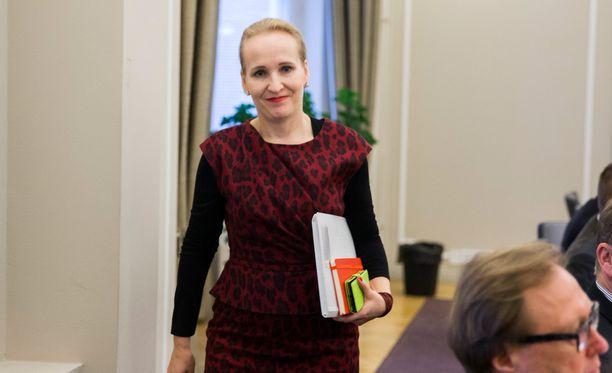 Sähköalan kiistaa ratkotaan valtakunnansovittelija Minna Helteen johdolla.