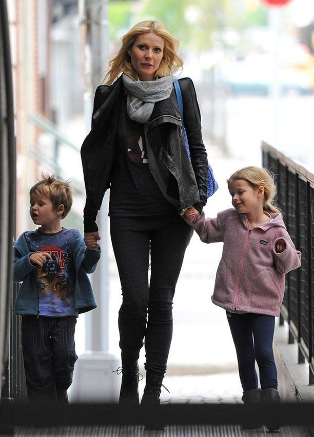 Gwyneth Paltrowlla ja Chris Martinilla on kaksi lasta, vuonna 2004 syntynyt Apple ja vuonna 2006 syntynyt Moses.