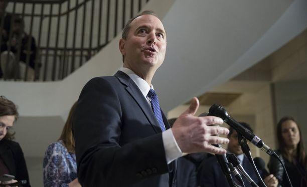 Yhdysvaltain edustajainhuoneen tiedustelukomitean johtava demokraattijäsen Adam Schiff ilmoitti maanantaina, että komitea puolsi äänestyksessä demokraattien muistion julkistamista yksimielisesti.
