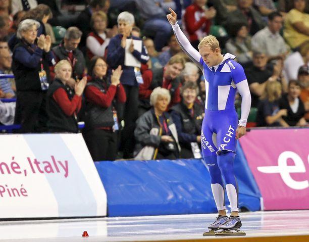 Pekka Koskela tuuletti pikaluistelun maailmanennätystä vuonna 2007.