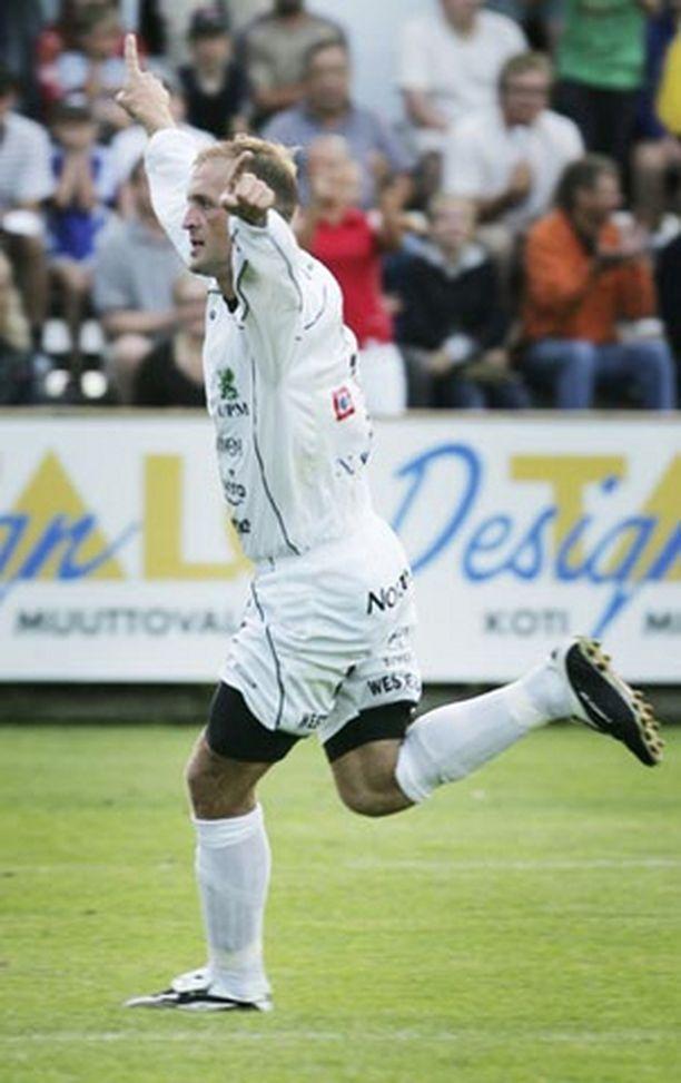 """Valeri """"Vallu"""" Popovitsh teki Hakan molemmat maalit ottelussa FC Honkaa vastaan sunnuntaina."""