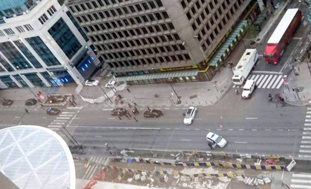 Ostoskeskus evakuoitiin, mutta räjähteitä ei löytynyt.