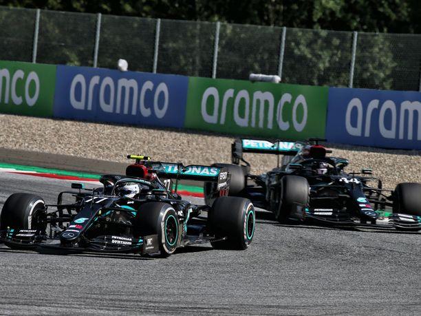 Mercedeksen tallipäällikkö Toto Wolff kertoi tallin harkinneen Hamiltonin nostamista Bottaksen edelle aivan kisan lopussa.