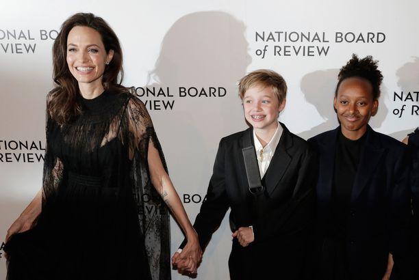 Tammikuusssa Jolie toi tyttärensä myös National Board of Review of Motion Pictures -gaalaan.