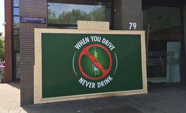 Heineken ei aikaillut törmäyksen jälkeen. Yhtiö muistuttaa siitä, että autoilu ja alkoholi eivät sovi yhteen.