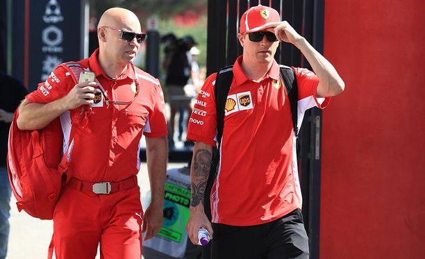Kimi Räikkönen (oik.) oli tyytyväinen perjantaihin Paul Ricardilla.