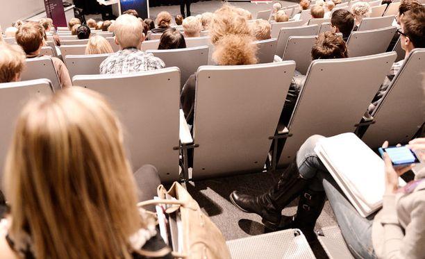 Toisen korkeakoulututkinnon suorittamisesta saattaa tulla haasteellisempaa hallituksen kaavaileman opintotukimuutoksen vuoksi.