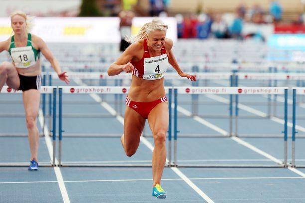 Lotta Haralan ennätys 100 metrin aidoissa on 13,15.