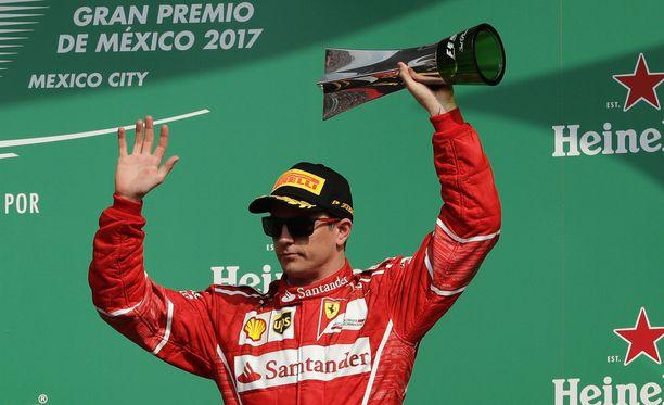 Kimi Räikkönen julkisti tulevan kauden kypäränsä.