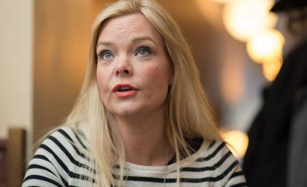 Anette Olzon on Nightwish-yhtyeen entinen laulaja. Olzon nähtiin Suomessa myös Tähdet, tähdet -ohjelmassa.