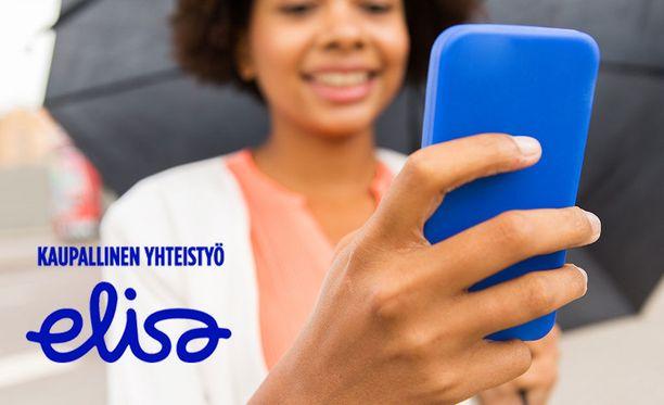 Suomen kesä voi olla sen verran kostea, että puhelin kannattaa suojata hyvin. Jos vahinko sattuu, puhelinta voi yrittää pelastaa esimerkiksi riisillä.
