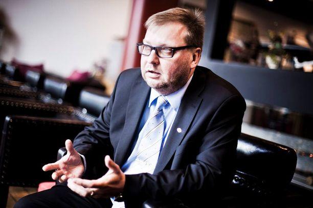 Insinööriliiton puheenjohtaja Pertti Porokari on vienyt liittonsa selvittelemään uutta keskusjärjestöä SAK:n ja STTK:n liittojen kanssa.