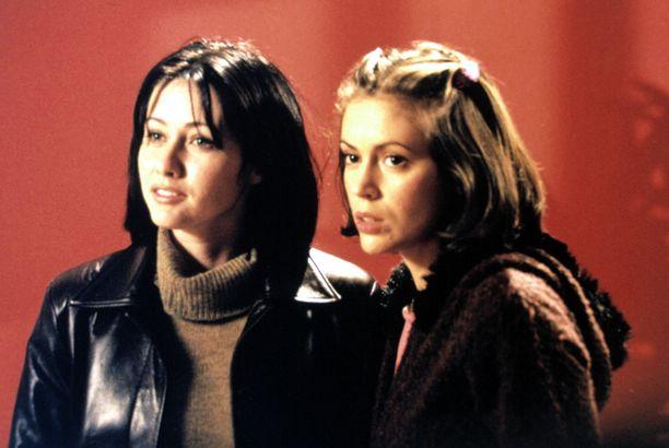Shannen Doherty ja Alyssa Milano näyttelivät Siskoni on noita -sarjassa siskoksia. Doherty poistui sarjasta kolmannen tuotantokauden jälkeen.