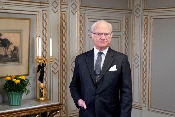 Ruotsin hovi julkaisi 75 vuotta täyttävästä kuningas Kaarle Kustaasta tuoreen kuvan.