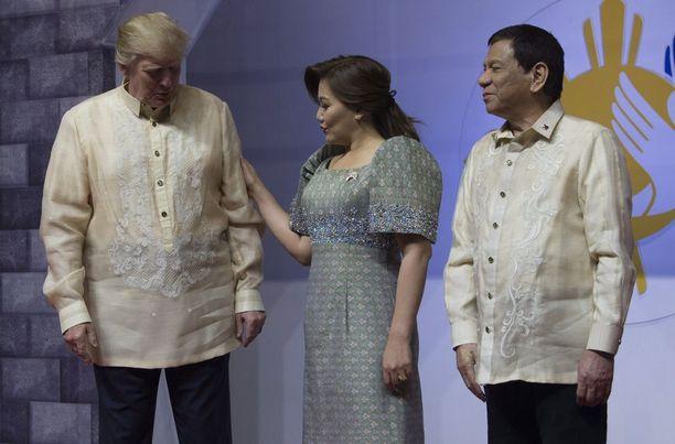 Donald Trumpin ottivat vastaan presidentti Rodrigo Duterte ja tämän avovaimo Honeylet Avancena.
