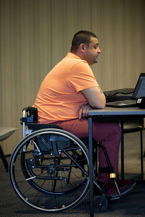 Hassan Zubier on totuttu näkemään pyörätuolissa.