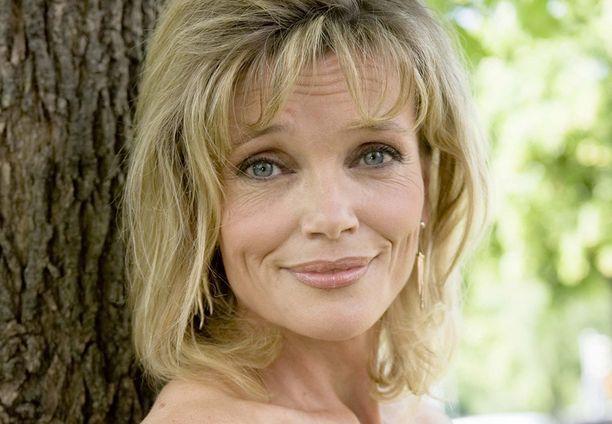 Anu Hälvä, 54, tunnetaan esimerkiksi televisiosarjoista Metsolat, Blondi tuli taloon ja Ihmeidentekijät.