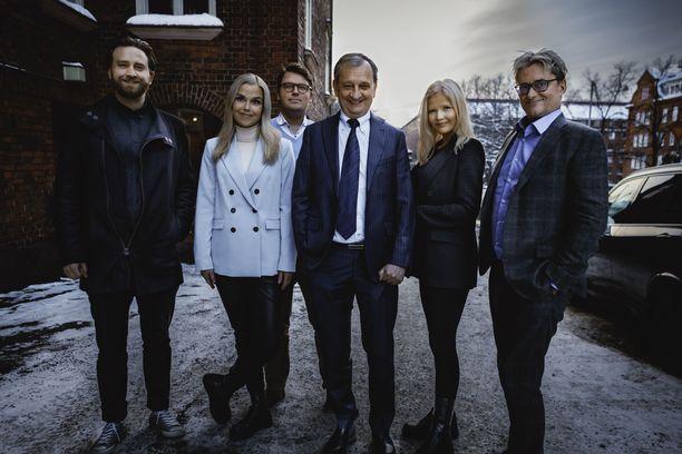 Liike Nytin ehdokkaiksi lähtevät Helsingissä muun muassa Joel Harkimo (vas.), Sanna-Leena Perunka, Juhani Klemetti, Hjallis Harkimo, Karoliina Kähönen ja Mikael Jungner.